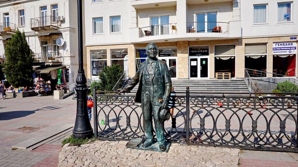 Памятник Куприну в Балаклаве