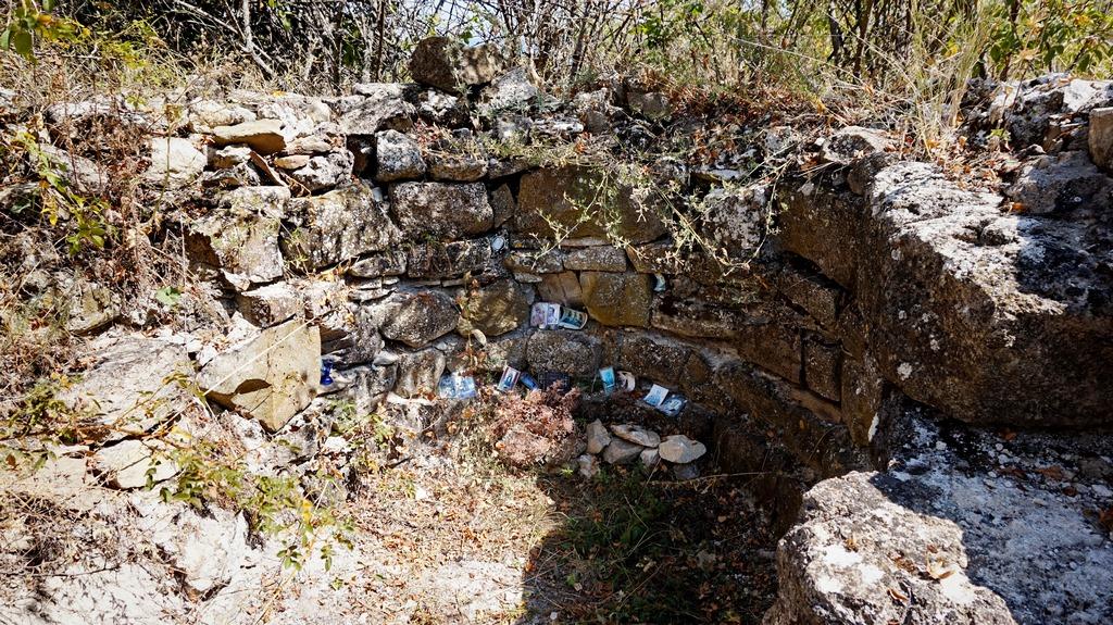 Руины средневекового храма